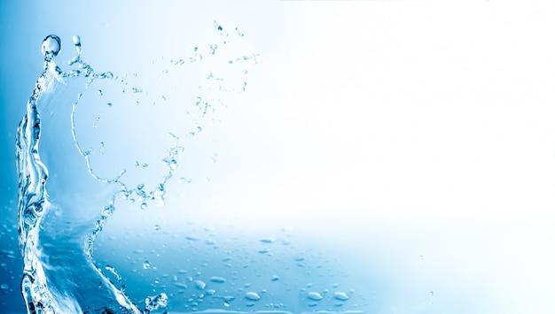 L'acqua spruzza con lo spazio della copia