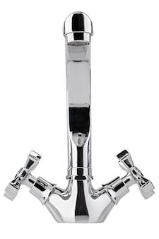 Il rubinetto dell'acqua, il rubinetto per il bagno e il miscelatore della cucina, isolato su un bianco. metallo cromato. vista frontale