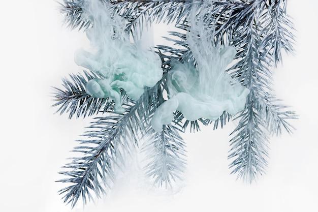 Acrilico di fondo bianco dell'acqua all'interno dell'inverno dell'albero di natale del ramo