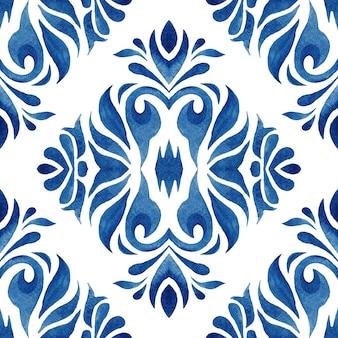 Disegno floreale disegnato a mano del damasco blu dell'acquerello. ornamento di piastrelle senza soluzione di continuità. ripetizione del modello ikat.