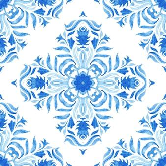Modello senza cuciture damascato blu dell'acquerello, ornamento della piastrellatura rinascimentale indaco. fondo in filigrana astratto blu reale. elegante design decorativo trafori revival. Foto Premium