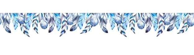 Piume blu dell'acquerello su fondo bianco.