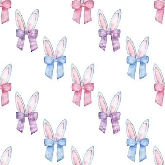 Reticolo senza giunte dell'acquerello di pasqua con le orecchie del coniglietto di colore grigio e rosa con fiocchi colorati a strisce.