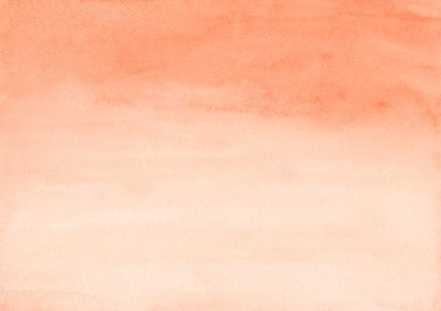 Trama di sfondo sfumato arancione chiaro dell'acquerello. colore carota aquarelle e sfondo sfumato bianco. modello orizzontale.