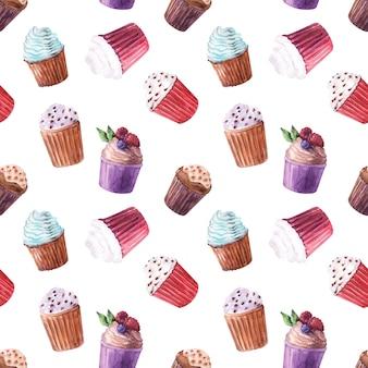 Reticolo senza giunte dell'acquerello con vari cupcakes e fragole mature, mirtilli, ciliegie e lamponi