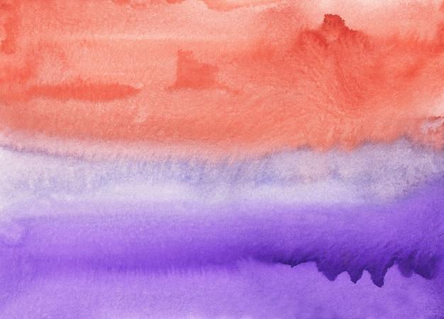 Pittura di sfondo viola e corallo dell'acquerello, pennellate su carta