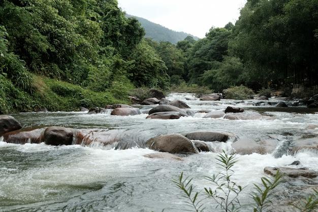 Cascata a chanthaburi, tailandia