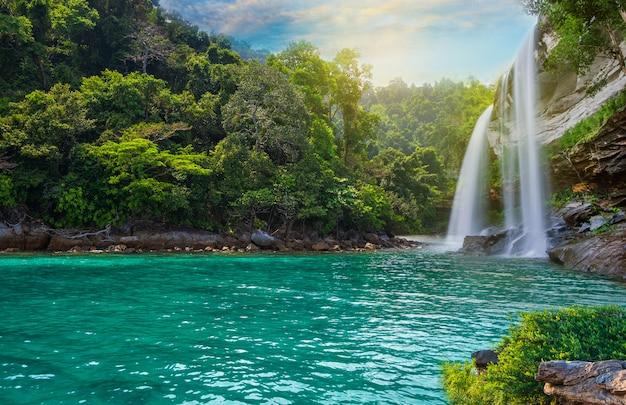 Paesaggio di cascata