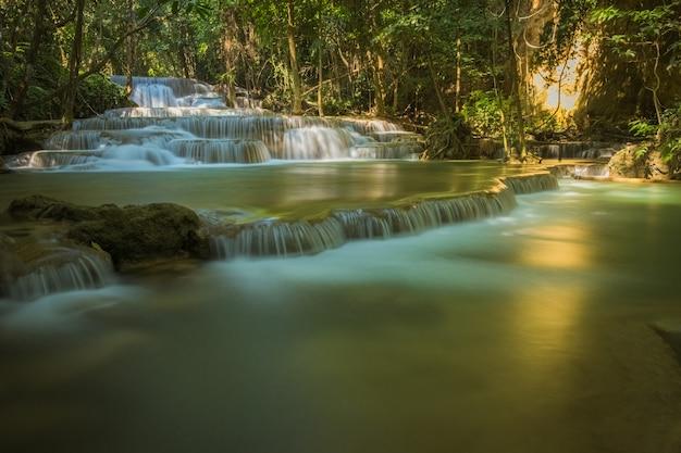Cascata nella foresta tropicale