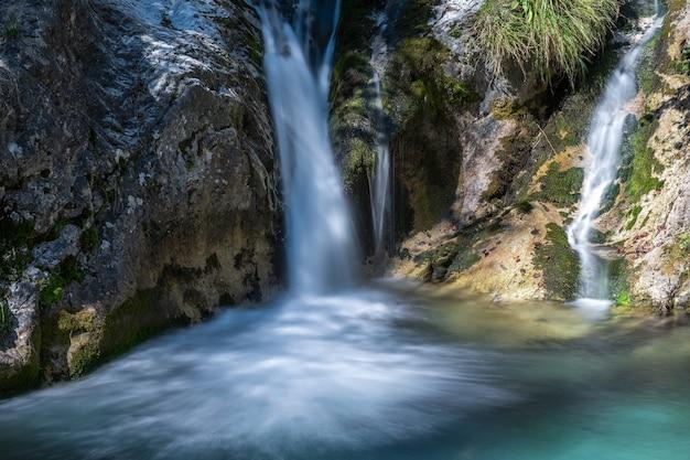 Cascata al torrente val vertova lombardia vicino a bergamo in italia