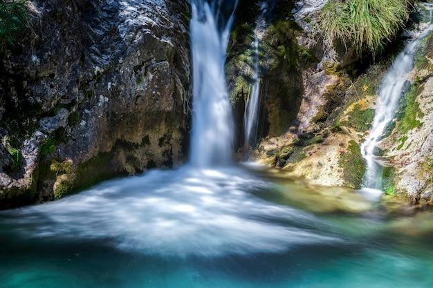 Cascata al torrente val vertova vicino a bergamo