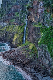 Velo di cascata della sposa nell'isola di madeira, portogallo.
