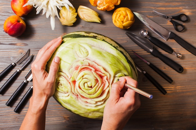 Il frutto dell'anguria intagliato, arte della thailandia