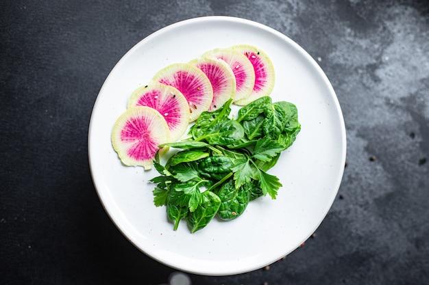 Anguria ravanello insalata cinese daikon dieta vegan fette rosa frutta keto o paleo dieta