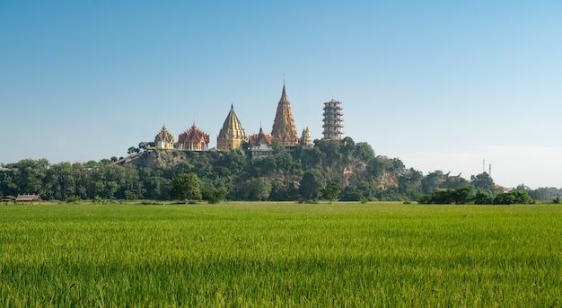 Wathumsua kanchanaburi amphur taamuang a kanchanaburi thailandia questo tempio si trova sulla montagna