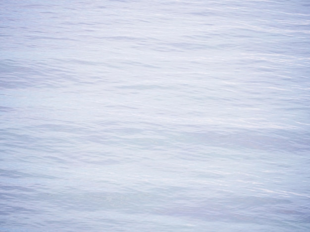 Onda increspature sulla superficie del mare dell'acqua.