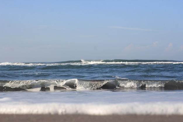 Onde nel mare blu