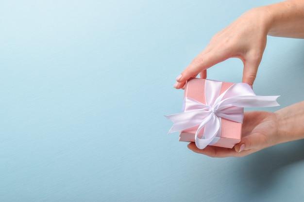 Ci congratuliamo con te per il tuo compleanno, matrimonio, anniversario, san valentino.