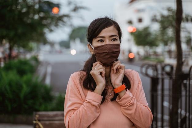 Indossare maschere per il viso sulla nuova normalità