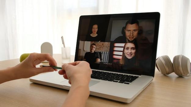 Conferenza dei millennial della webcam