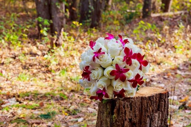 Bouquet da sposa stile beautiful roses, bella, natura romantica
