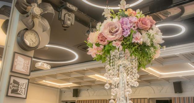 Bouquet da sposa su uno sfondo elegante