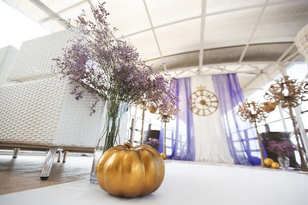 Cerimonia di nozze nello stile di cenerentola.