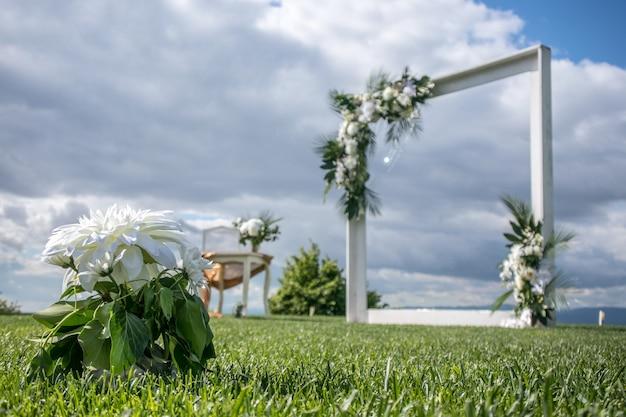Arco floreale di nozze
