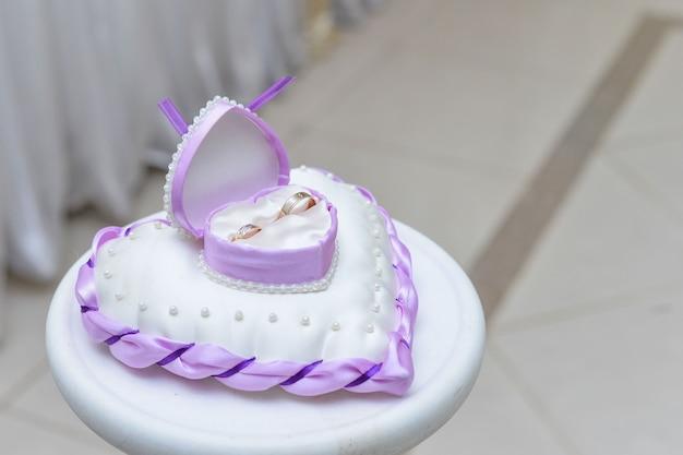 Fedi nuziali prima del matrimonio