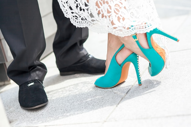 Scarpe da sposa dello sposo e della sposa