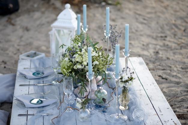 Tavolo nuziale in spiaggia per due persone