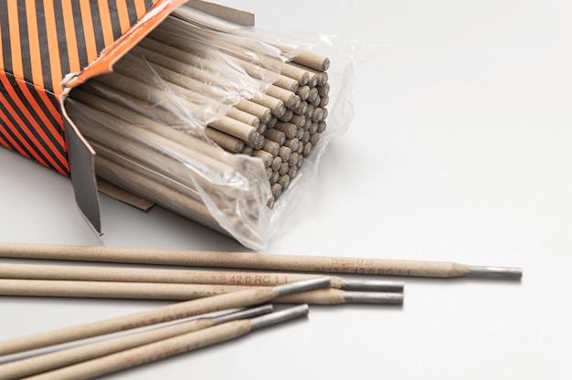 Elettrodi per saldatura in imballaggi su parete leggera