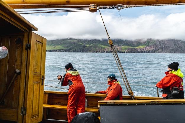 Tour delle balene su una barca a vela della costa settentrionale dell'islanda