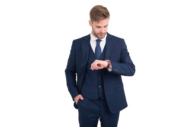 Che ora è. orologio dell'assegno del responsabile di affari isolato su bianco. gestione del tempo. osservando la puntualità. precisione dei tempi. tieni sotto controllo attività e progetti. termine riunione. gestire il programma