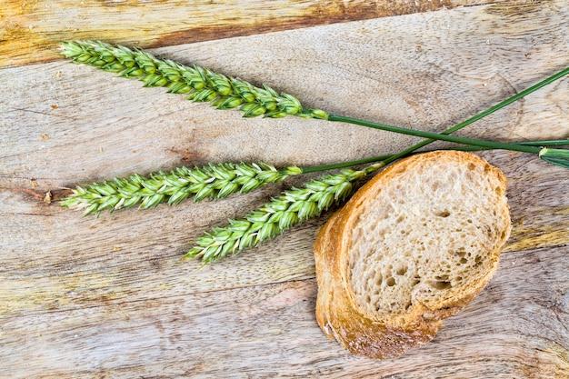 Pane di grano tagliato a pezzi pari