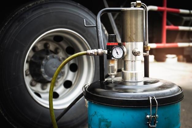 Manutenzione delle ruote del camion della valvola del manometro della macchina di rifornimento del grasso a ruote