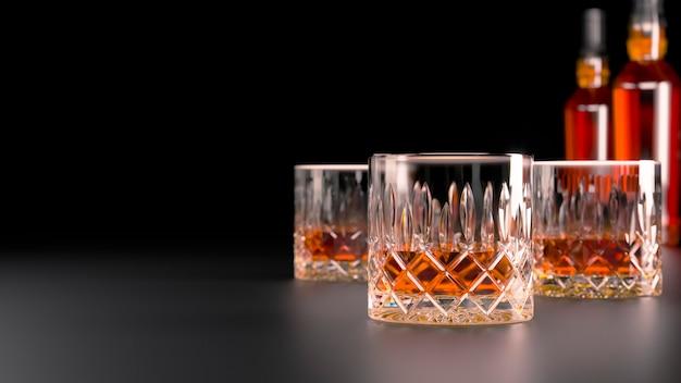 Whisky in bicchieri di cristallo su una tavola nera