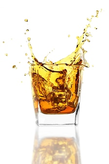 Whisky sul muro bianco