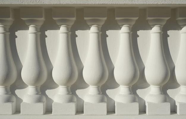Colonna architettonica antica bianca come sfondo