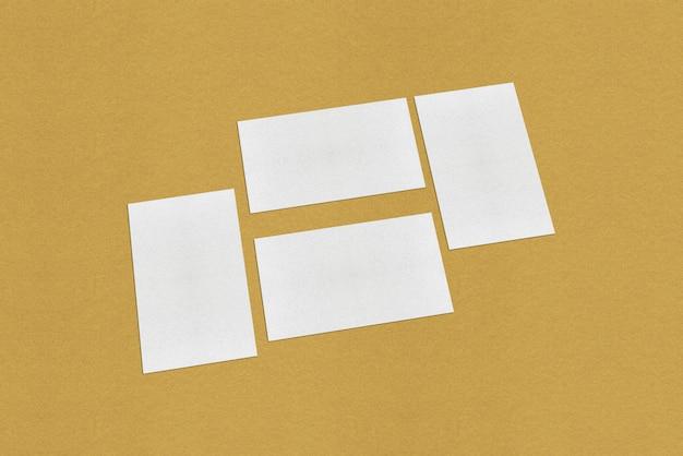Modello di biglietto da visita bianco bianco, biglietto da visita bianco su sfondo dorato
