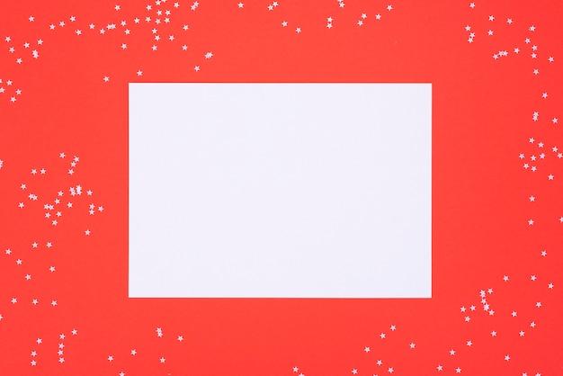 Foglio di carta bianco bianco