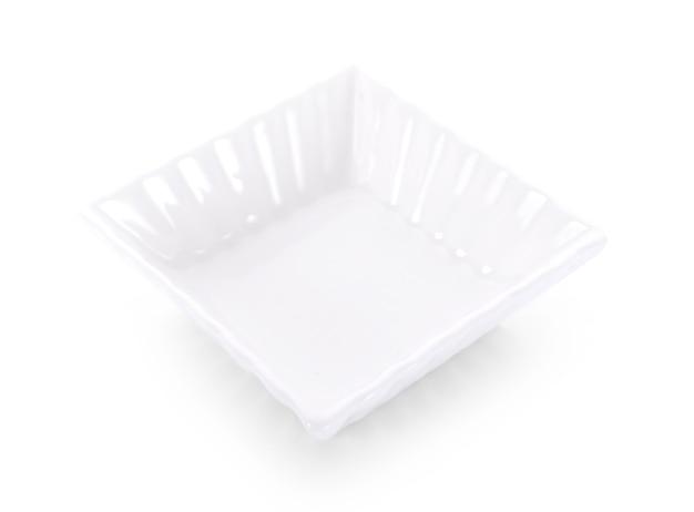Ciotola bianca isolata su priorità bassa bianca.