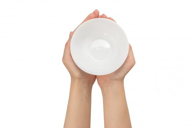 Ciotola bianca in mano della donna isolata su bianco. Foto Premium
