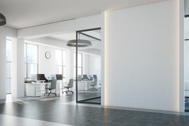Open space in mattoni bianchi