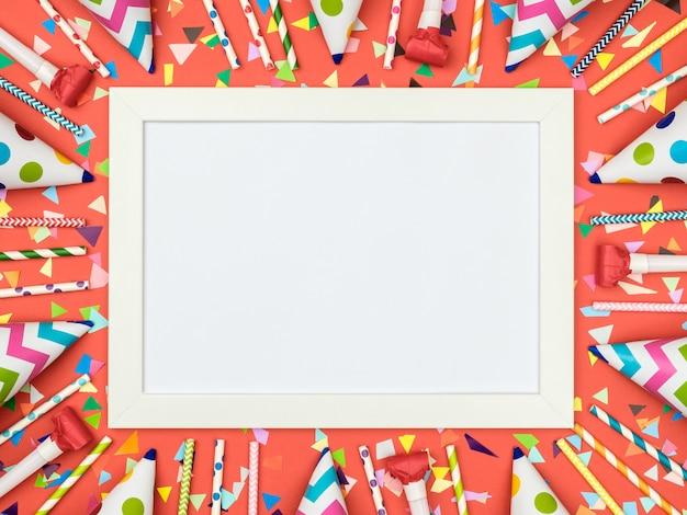 Cartellino bianco con superficie rossa del partito