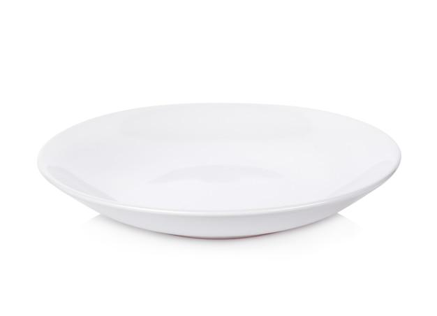 Ciotola in ceramica bianca su sfondo bianco