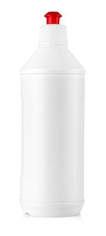 Attrezzatura per la pulizia bianca isolata su sfondo bianco. bottiglie di plastica colorate con detersivo isolato su sfondo bianco.