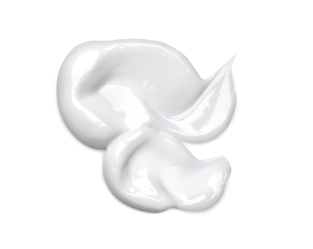 Sbavatura crema cosmetica bianca isolata su bianco