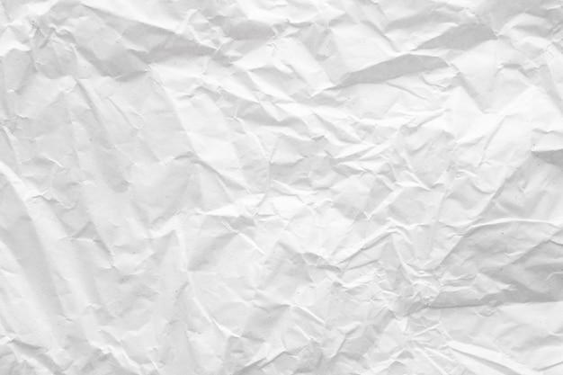 Estratto di carta sgualcito bianco