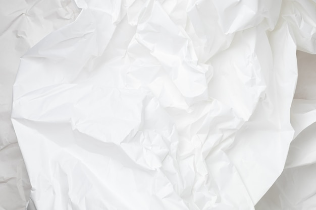 Sfondo di carta da imballaggio stropicciata bianca con trama e posto per il testo